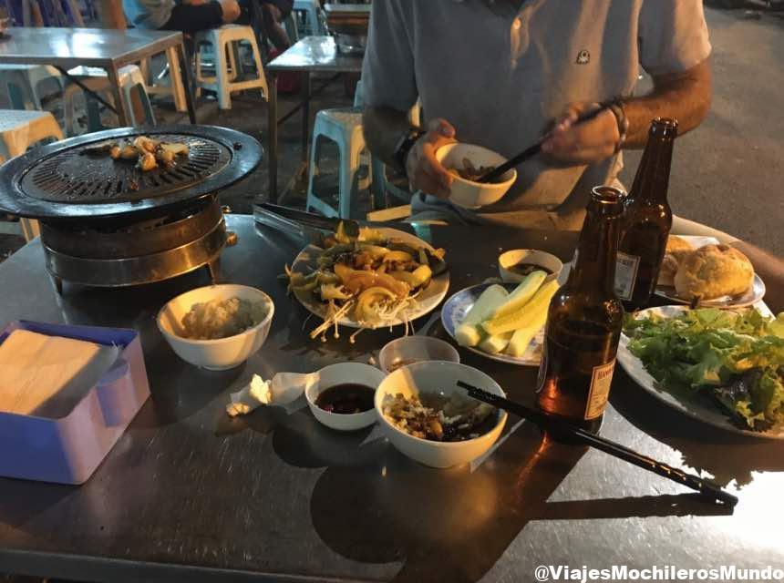 mercado nocturno comida hanoi vietnam