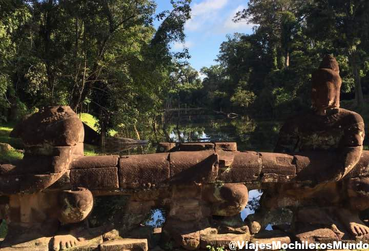 budas decapitados angkor thom