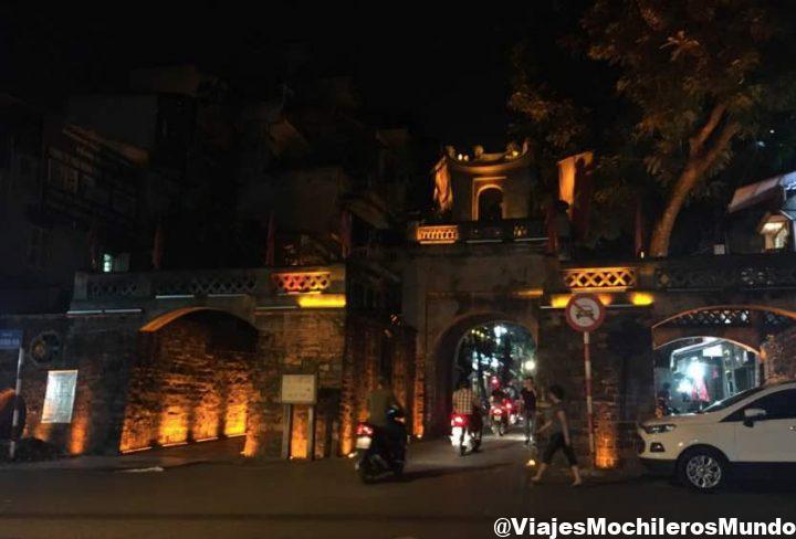 puerta de la antigua ciudad de hanoi